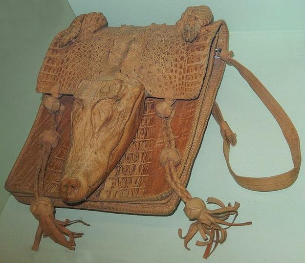Productos fabricados con piel de cocodrilo.